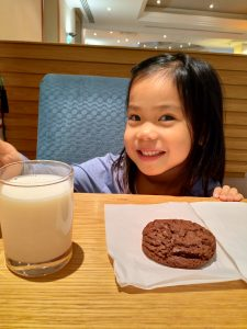 ABC Dad Legoland Cara Milk and Cookie 2